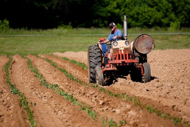 Cómo pedir repuestos para maquinaria agrícola